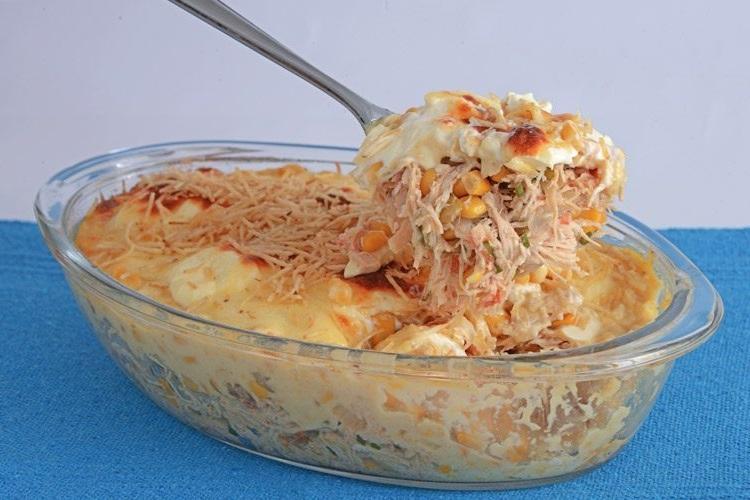 fricasse de frango com pure de batata